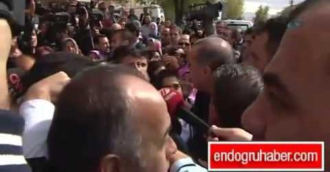 Başbakan Tayyip Erdoğan cami çıkışı çocuklarla sohbet etti!..